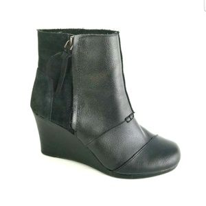 Shoes - TOMS BLACK LEATHER SUPPORT WEDGE HEELS SIDE ZIPPER